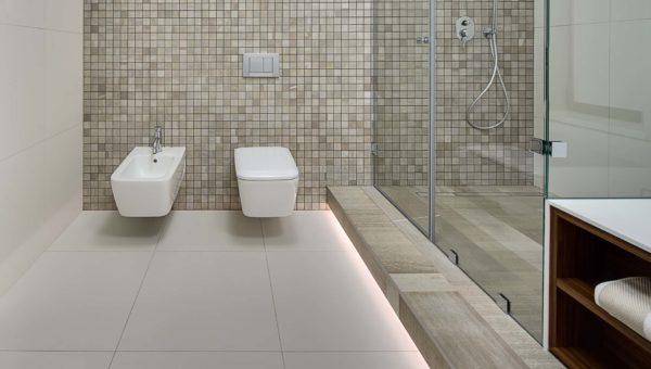 Duży wybór materiałów, płytki ceramiczne w toalecie. Kabina natryskowa. Wykonanie w domu jednorodzinnym Bydgoszcz.