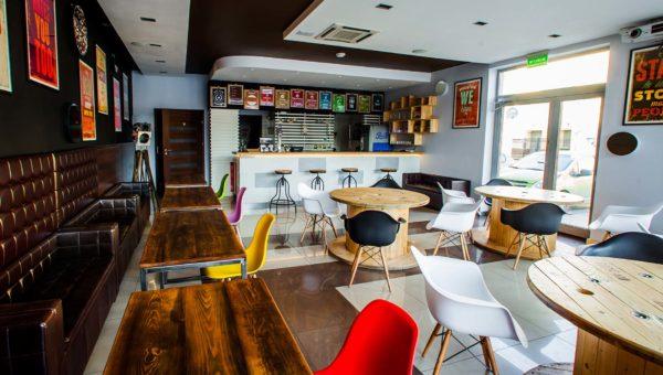 Projekt Burgerowni wykonany przez Sarę Tokarczyk. Kolory i klimat świetnie oddające charakter miejsca.