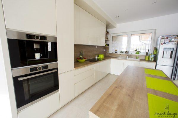 Projekt nowoczensje kuchni w Bdgoszczy zaprojektowanej przez Smart Design