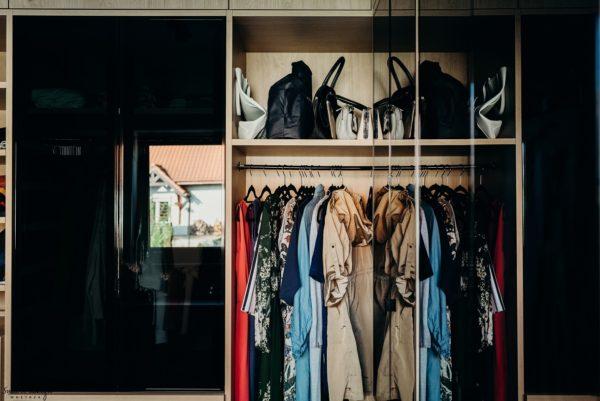 Idealnie skomponowane meble do garderoby