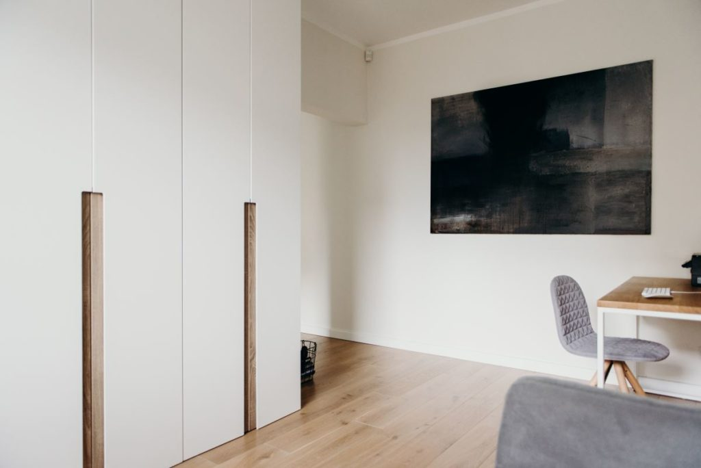 Przykład wykonania funkcjonalnej garderoby na wymiar przez Smart Design